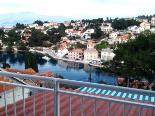 Apartment Agata-Two Bedroom Apartment with Terrace and Sea View, Splitska