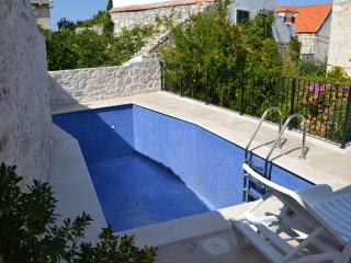 Apartments Villa Nada Sutivan - Comfort Two Bedroom Apartment with Garden View