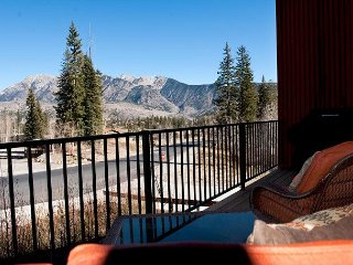 Professionally Decorated Luxury Townhome - Views - Ski in/Out - Ping Pong, Durango