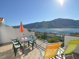 Apartments Delac - One Bedroom Apartment with Balcony and Sea View, Dobrota