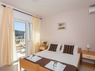 Guest House Rosa Bianca - Deluxe Double or Twin Room with Balcony and Sea View 2, Mokosica