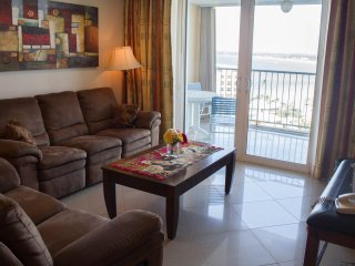 Beachview dos dormitorios en ESJ Azul # 1268, Isla Verde