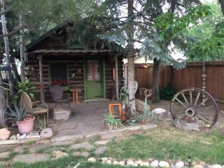 Colo, quiet log cabin, 35miles to RM Natl Park, dog friendly.