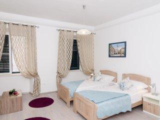 Rooms Tezoro-Deluxe Studio Apartment with City View (C10), Dubrovnik