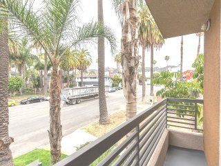 LUXURY 2+2+Private Patio+2 Parking+Great Location