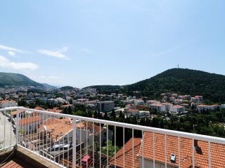 Green Hills Apartment - One-Bedroom Apartment with Balcony and Sea View, Dubrovnik