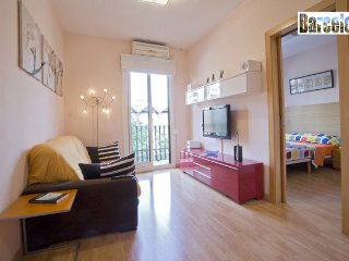 BARCELONA CENTRIC APARTMENT, 2 BEDROOMS, WIFI, A/A