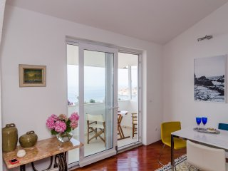 Apartment Jelavic-Three Bedroom Apartment with Balcony and Sea View