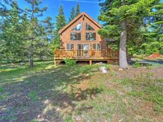 'Thimbleberry Cabin' 2BR Lake of the Woods Cabin w/Wifi, Private Patio