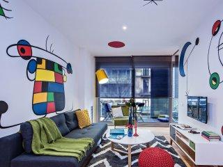 Miro Art Decorated Modern Apartment, Barcellona