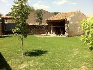 Casa de campo con jardin en Ortigosa de Pestano