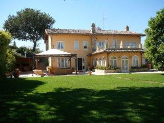 villa al mare con piscina, Civitanova Marche