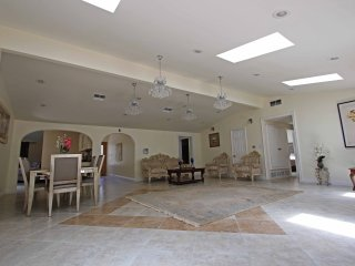 4 Bed /4.5 Bath,Luxury house,Jacuzzi ,Home theater, Los Angeles