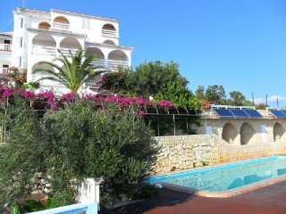 Apartments MacAdams 4 + 2 with magnificent views of sea