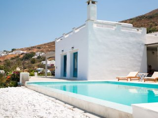 Exclusive 5 br villa with private pool in Paros