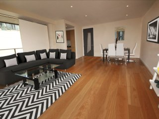 Luxury Apartment - Sleeps 8