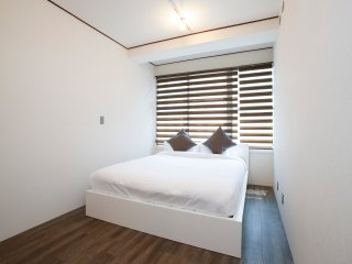 Shinjuku 2 Bdrm Apartment, sleeps 4, 2min to metro