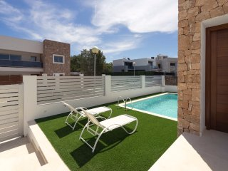 Villa con piscina al lado de Playa Talamanca