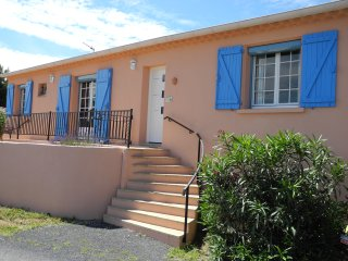 Villa: private pool, hot tub , in village, near facilities, beaches with views