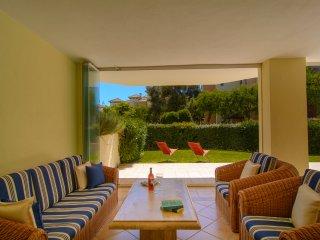 Hacienda Playa beachfront apartment with terrace, Elviria