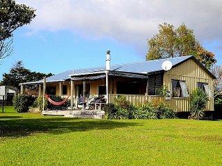 Tranquil Titoki - Matarangi Holiday Home, Coromandel