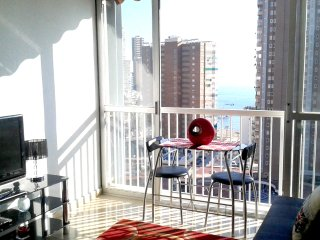 BENIDORM CENTRE WITH SEA VIEWS CLOSE TO THE BEACH, Benidorm