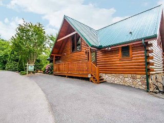 Eagles Point Lodge  Mtn View Pool Access Hot Tub Game Room Free Nights, Gatlinburg