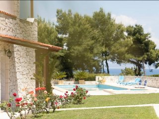 R19 Amazing maisonette, private swimming pool, Afitos