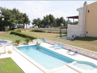 R19 Amazing maisonette, private swimming pool