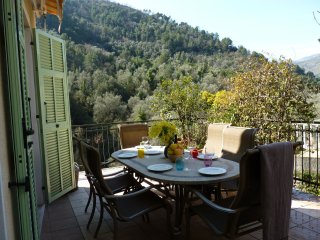 Holiday Villa Near Ventimiglia with mountain views, Vintimille