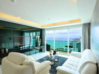 5 Star Luxury 21st Floor Condo Close To The Beach, Pattaya