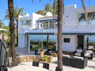 Beachfront Top Luxury Villa in The Heart Of Golden Mile, Marbella