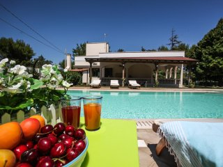 Salento Villa 8 posti, pool, tennis wi fi, a/c,PS4, Galatina