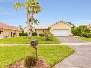 WALKING DISTANCE TO BEACH WITH POOL!