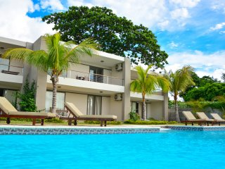 RIVA BELLA - Pieds dans l'eau avec piscine - A1