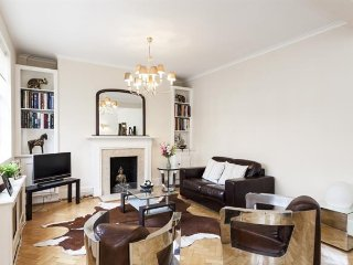 Luxury and Quality 3 Bed Apartment in Kensington, London