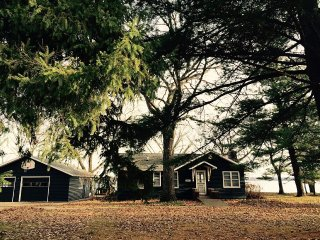 Cozy Cottage That Offers Awesome Fishing And Charm, Shell Lake