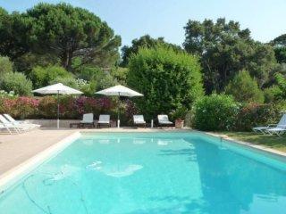 villa neuve 320 m2 S/ 5000 m2 plage 15 M a pieds
