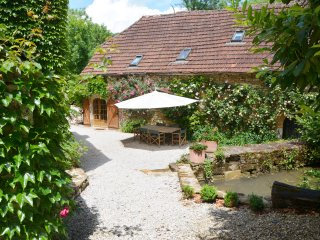 "Charming Stone Barn ""Rouge""  2 bedrooms -120 sq.m, Cazillac"