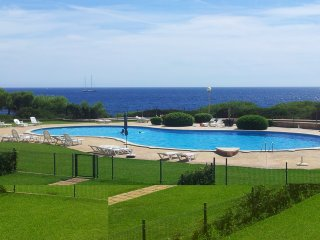 Large 3 bedroom Apartment with panoramic Sea Views, Porto Colom