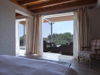 Spacious 3bd villa in Messinia. Sea view with pool and bbq