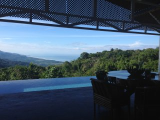 Intimate Sunrise Sunset Guesthouse, Ocean Views, Infinity Pool, 3BD/3BA, Kitchen