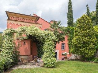 Casa Rossa, Finale Ligure