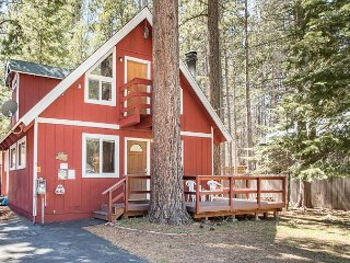 Charming Tahoe Chalet – 3BR/2BA -- Sleeps 8, South Lake Tahoe