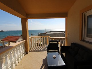 Great 4 bedroom apartment near the beach
