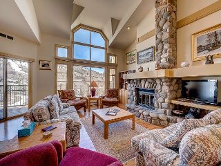 4BR Three Level Meadows Townhouse With Amazing Beaver Creek Mountain Views