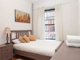 Stylish 3BR ★ SPACIOUS ★ 2 min to Central Park, New York City