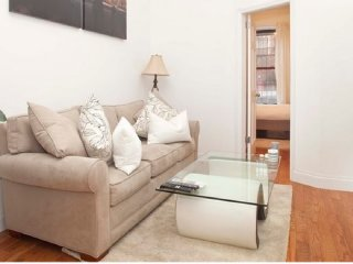 Stylish 3BR ★ SPACIOUS ★ 2 min to Central Park