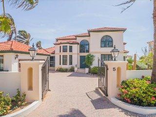 Caribbean Casas: Spacious Villa Katrina up to 10 guests, overlooking the north c