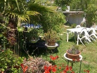 Casa no jardim com dois quartos